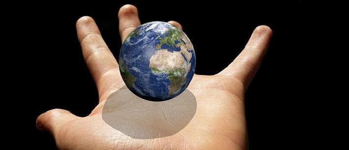 Une main tendue pour réussir l'avenir By Serge Nuel