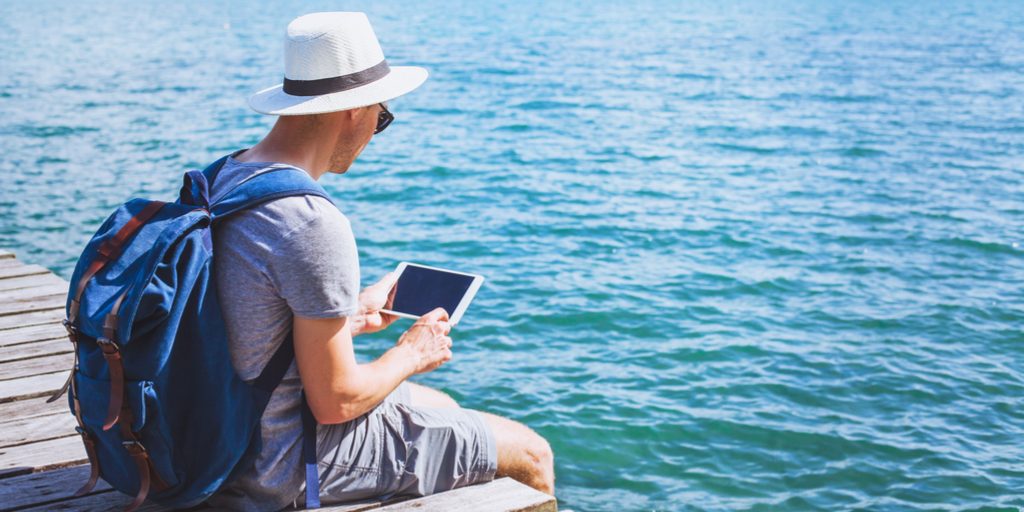 Quel est l'impact du service client sur la satisfaction et la fidélité des clients des agences de voyage en ligne?